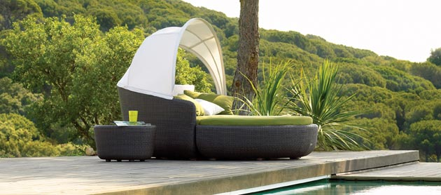 eclipse outdoor relaxing sofa