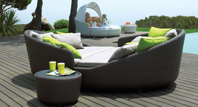 Eclipse relaxer the ultimate relaxing outdoor sofa for Produttori arredo giardino