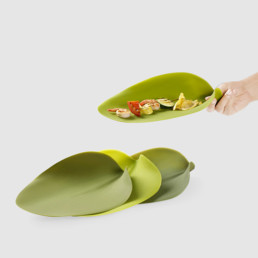 Silicone Leaf Plates by Nao Tamura